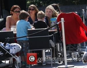 Kate Thornton has lunch with her son and some friends London, England - 15.08.10