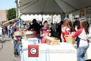 Nora Zehetner Los Angeles Easter Meal for the homeless at the LA Mission Los Angeles, California - 02.04.10