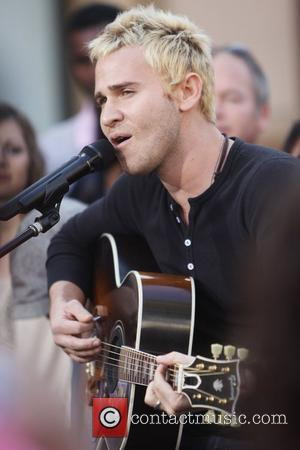 Jason Wade Lifehouse performs on the entertainment television news programme 'Extra' at The Grove Los Angeles, California - 18.11.10