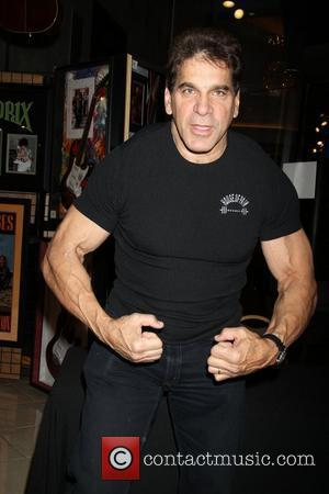 Lou Ferrigno The Incredible Hulk Lou Ferrigno Autograph Signing Las Vegas, Nevada - 01.01.10