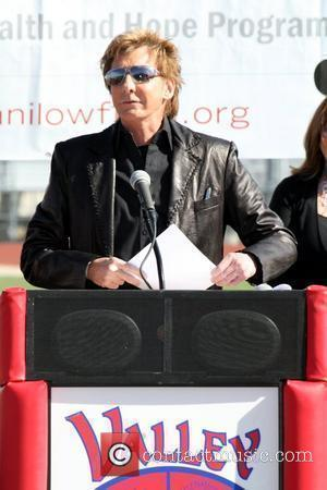 Manilow To Sing At Nobel Peace Prize Concert