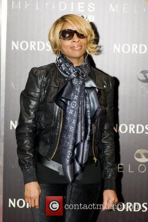 Mary J. Blige  promotes her new line of sunglasses, Melodies by MJB, at Nordstrom Chicago, Illinois - 18.10.10
