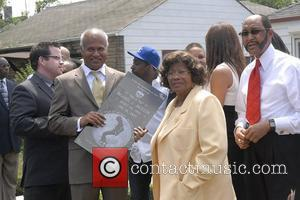 Katherine Jackson Gary hosts memorial and official unveiling of the Michael Jackson Monument Gary, Indiana - 25.06.10  * KATHERINE...