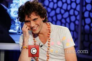 Mika makes an appearance and performs on the Spanish TV show El Hormiguero Madrid, Spain - 12.04.10