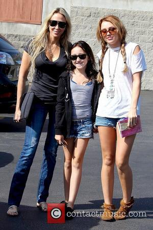 Tish, Noah and Miley Cyrus, Paty's Restaurant