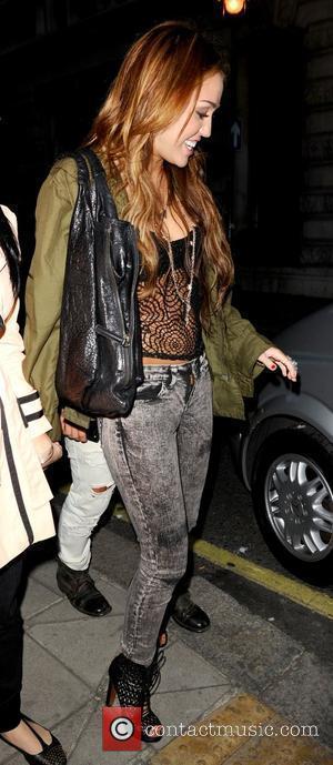 Cyrus Defends 'Lesbian Kiss'
