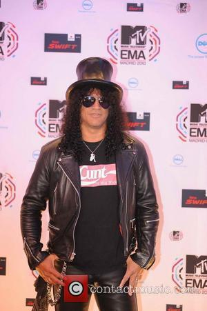 Slash Victorious At Classic Rock Awards