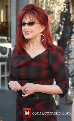 Naomi Judd shops on Robertson Boulevard in Beverly Hills Los Angeles, California - 13.12.10