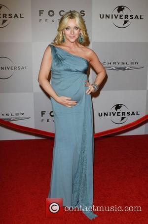 Jane Krakowski Debuts Baby Bump At The Golden Globes