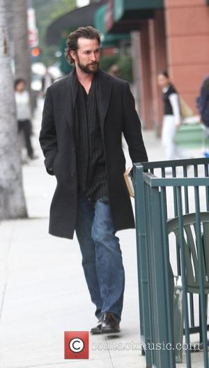 Noah Wyle gets coffee in Beverly Hills Los Angeles, California - 09.02.10