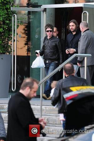 Noel Gallagher, Leaves and Russell Brand