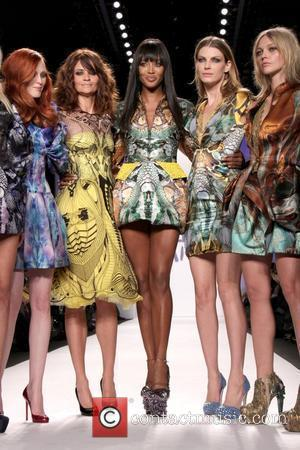 Karen Elson, Helena Christensen, Naomi Campbell, Angela Lindvall and Sasha Pivovarova Mercedes-Benz IMG New York Fashion Week Fall 2010 -...
