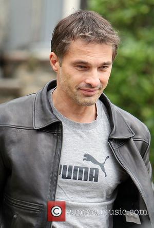 Olivier Martinez and Leaves
