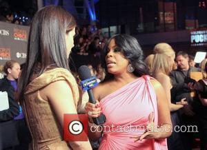 Niecy Nash Interviews Sandra Bullock People's Choice Awards 2010 held at the Nokia Theatre L.A. Live - Arrivals Los Angeles,...