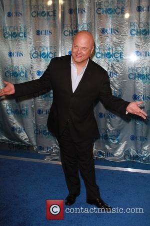 Michael Chiklis  2011 People's Choice Awards at Nokia Theatre L.A. Live - Arrivals Los Angeles, California - 05.01.11