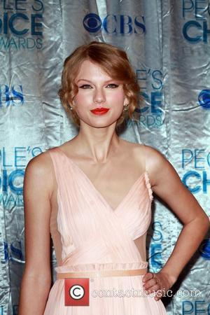 Taylor Swift 2011 People's Choice Awards at Nokia Theatre L.A. Live - Arrivals Los Angeles, California - 05.01.11
