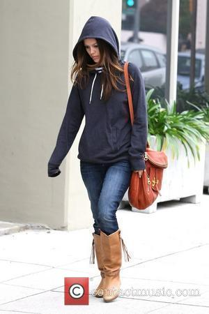 Rachel Bilson heads to an office building in Toluca Lake Los Angeles, California - 21.12.09
