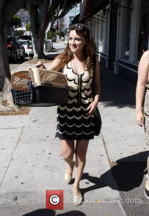 Rachael Leigh Cook walking on Robertson Blvd with a friend and her cat in and a cat carrier Los Angeles,...