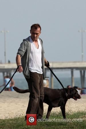 Robert Knepper  takes his dogs for a walk in Venice Los Angeles, California - 15.06.10