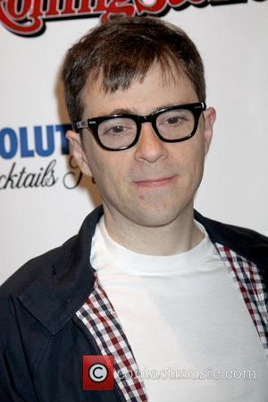Weezer Star Gives Up On Online Dating
