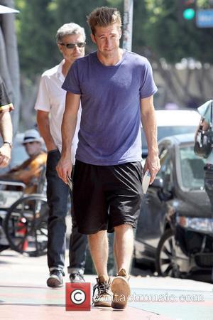 Scott Speedman buying books in Los Feliz wearing old brown boots Los Angeles, California - 16.07.10