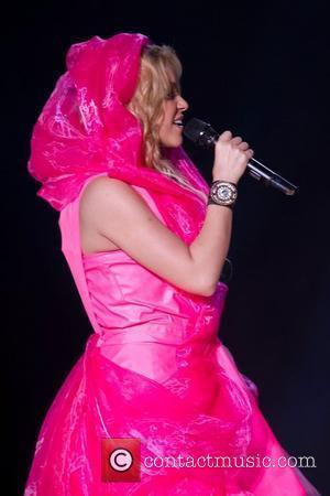 Shakira Filmed Advert For Charity Cash