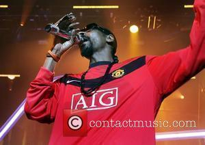 Snoop Plays For British Volunteers