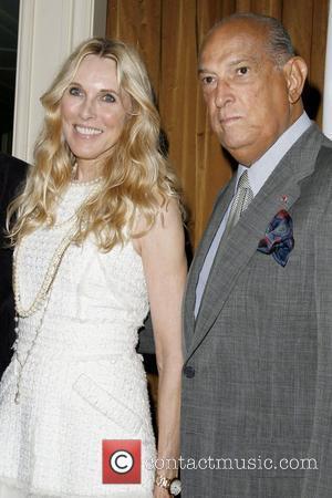 Alana Stewart and Oscar De La Renta