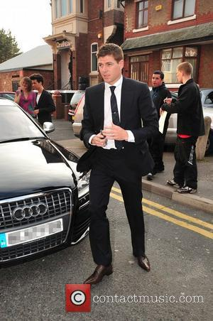 Skyfall's Daniel Craig tips Steven Gerrard as next James Bond?!