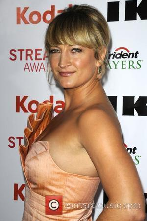 Zoe Bell 2nd Annual Streamy Awards Arrivals held At The Orpheum Theatre Los Angeles, California - 11.04.10