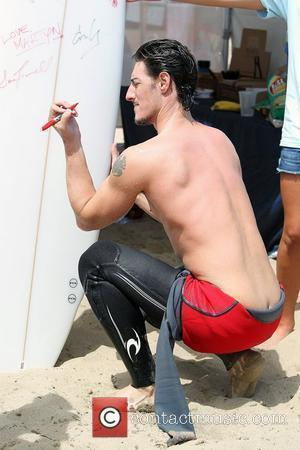 Eric Balfour Surfrider Foundation's 5th Annual Celebrity Expression Session at First Point, Surfrider Beach in Malibu Los Angeles, California -...