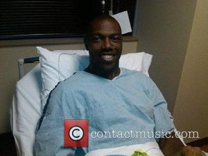 NFL star Terrell Owens in the hospital right before he had surgery on his injured knee.  USA - 20.12.10