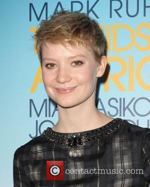 Mia Wasikowska 2010 Los Angeles Film Festival Opening night premiere 'The Kids Are All Right' held At Regal Cinemas Los...