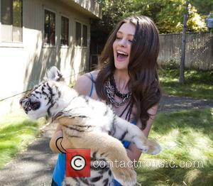 Nicola Peltz 'The Last Airbender' stars Jackson Rathbone and Nicola Peltz hold a signing and PA session at Six Flags...