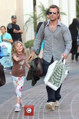 Hung star Thomas Jane out shopping with his kids at the grove Los Angeles, USA - 21.06.10