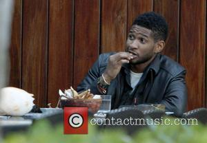 Usher is seen having lunch in Miami Beach. Miami Beach, Florida - 30.12.10