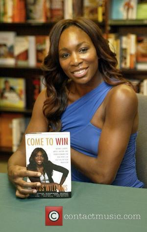 Venus Williams signs copies of her new book 'Come To Win' at Barnes and Noble Washington DC, USA - 07.07.10