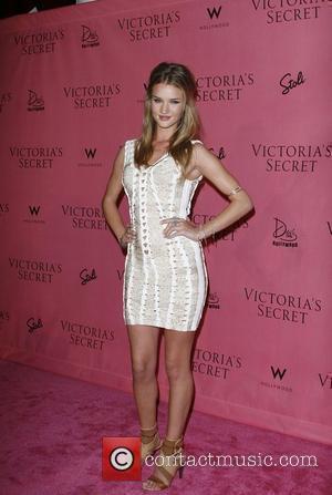 Rosie Huntington-Whiteley, Victorias Secret
