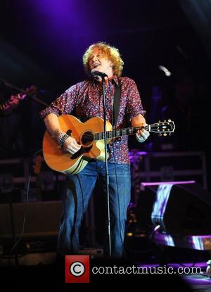 Hucknall Apologises For Sleeping With Fans