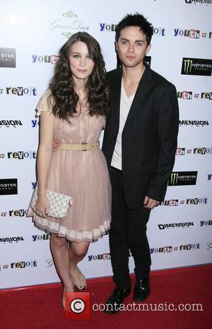 Rooney Mara and Thomas Dekker