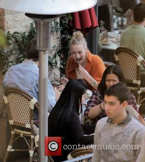 Yvonne Strahovski and her boyfriend enjoy lunch together in Hollywood whilst doing some Christmas shopping Los Angeles, California - 19.12.09