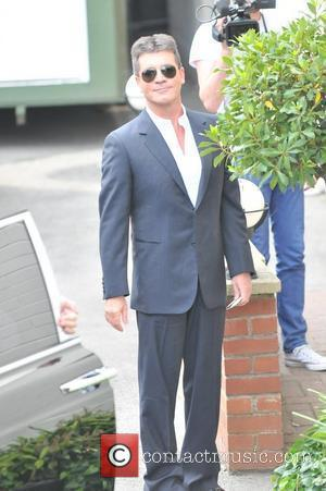 Simon Cowell Opposes Travellers' Site