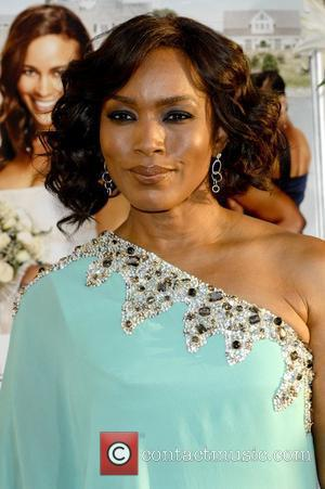 Angela Bassett And Whitney Houston To Star In Waiting To Exhale 2
