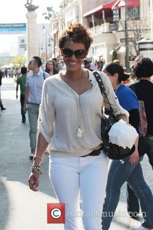 Nicole Murphy goes shopping at the Grove after lunch Hollywood, California - 20.04.11