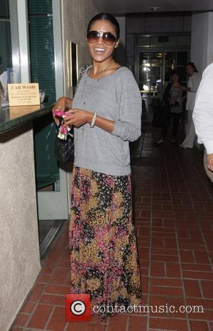 Amerie waits at a Valet in Beverly Hills Los Angeles, California - 24.09.11