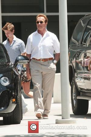 Arnold Schwarzenegger Pokes Fun At Marriage Split With T-shirt