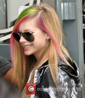 Lavigne Brushes Off Chart Criticism
