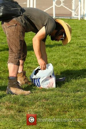 Feeder Open 'Isle Of Wight Festival' To Empty Field