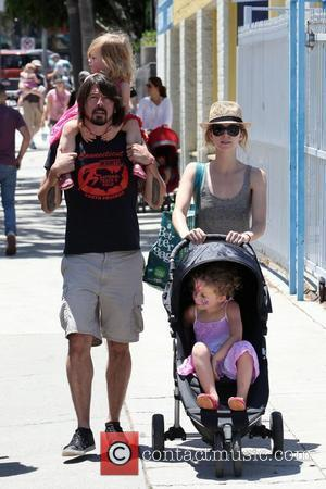 Rocker Dave Grohl and his family visit the farmers market in Studio City Studio City, California - 17.07.11