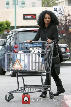 Diana Ross pushing her trolley after shopping at Bristol Farms Beverly Hills, Los Angeles - 24.03.11